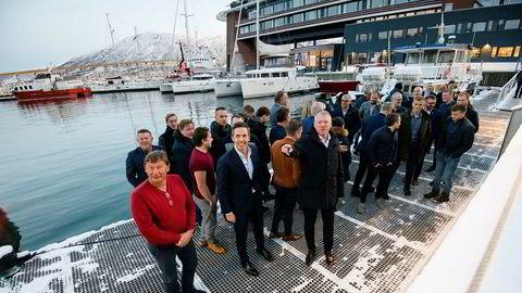 Fiskerne går mot regjeringens forslag om statlig kvotebank. Her er rederne i Fiskebåt Nord samlet til møte i Tromsø havn om kvotemeldingen fra regjeringen. Fremst går administrerende direktør Audun Maråk i havfiskernes organisasjon Fiskebåt (til høyre), Marius Ytterstad, styreleder i Fiskebåt Nord (midten) og Jørn Oddvar Majala (i rød genser til venstre) i Silfaks Fiskebåtrederi.