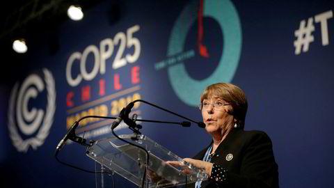 FNs høykommissær for menneskerettigheter Michelle Bachelet taler på klimatoppmøtet COP25 i Madrid mandag. Foto: Andrea Comas / AP / NTB Scanpix