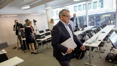 Riksrevisor Per-Kristian Foss er sterkt kritisk til statsforvaltningens gebyrpriser.