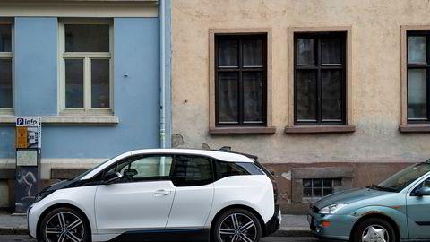 Politikerne nå vurdere å vise vei slik de gjorde for elbilen, ved å gi avgiftslettelser for bærekraftig forbrukeradferd, skriver artikkelforfatterne.