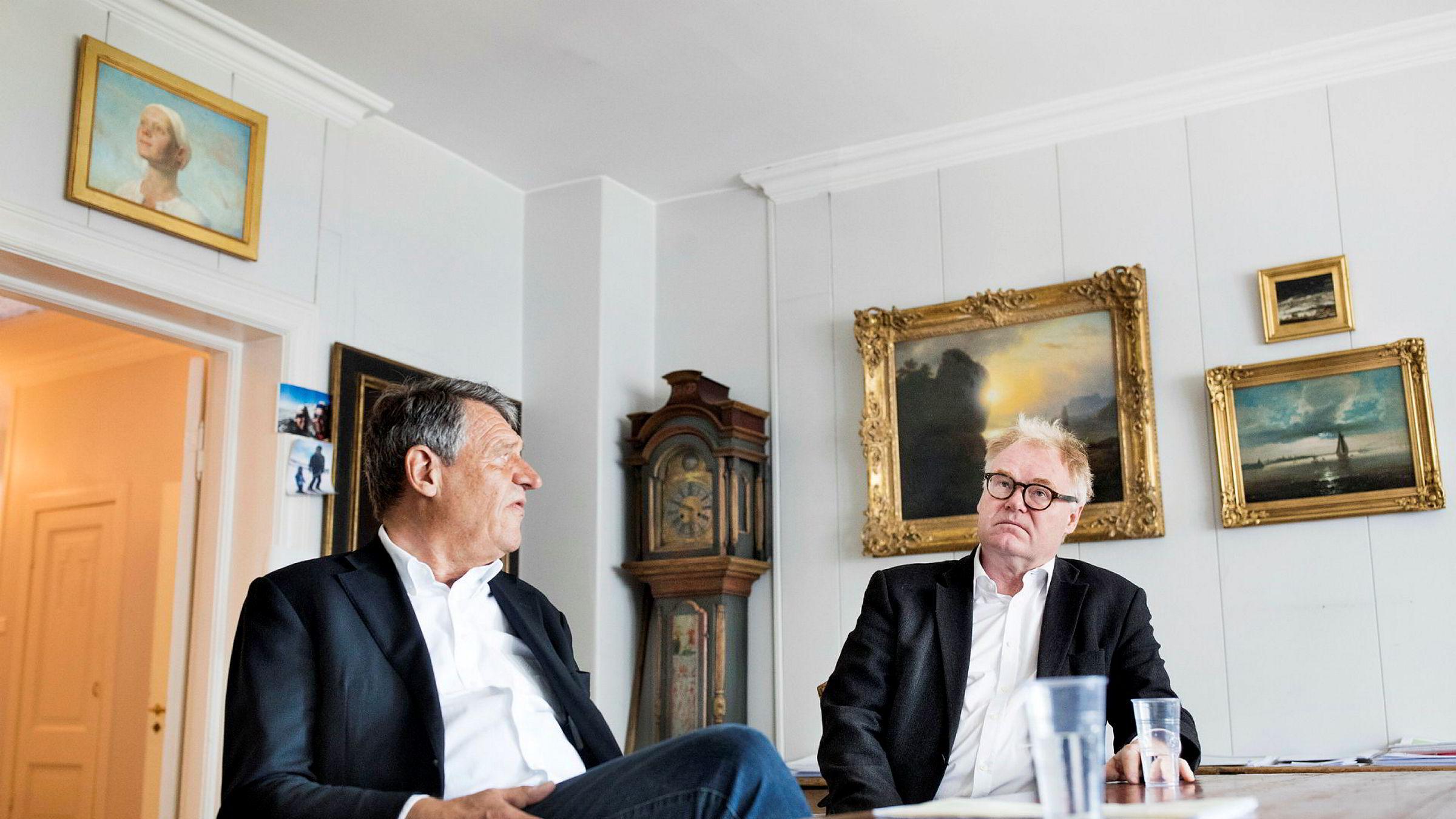Cato Schiøtz (til venstre), som representerer Pål Gundersen, mener det er Gundersen som har eiendomsretten til Munch-trykket «Madonna». Da kunstekspert Morten Zondag, som forvalter Gundersens Munch-samling, ville hente «Madonna»-trykket tirsdag, ville ikke DHL gi fra seg bildet.