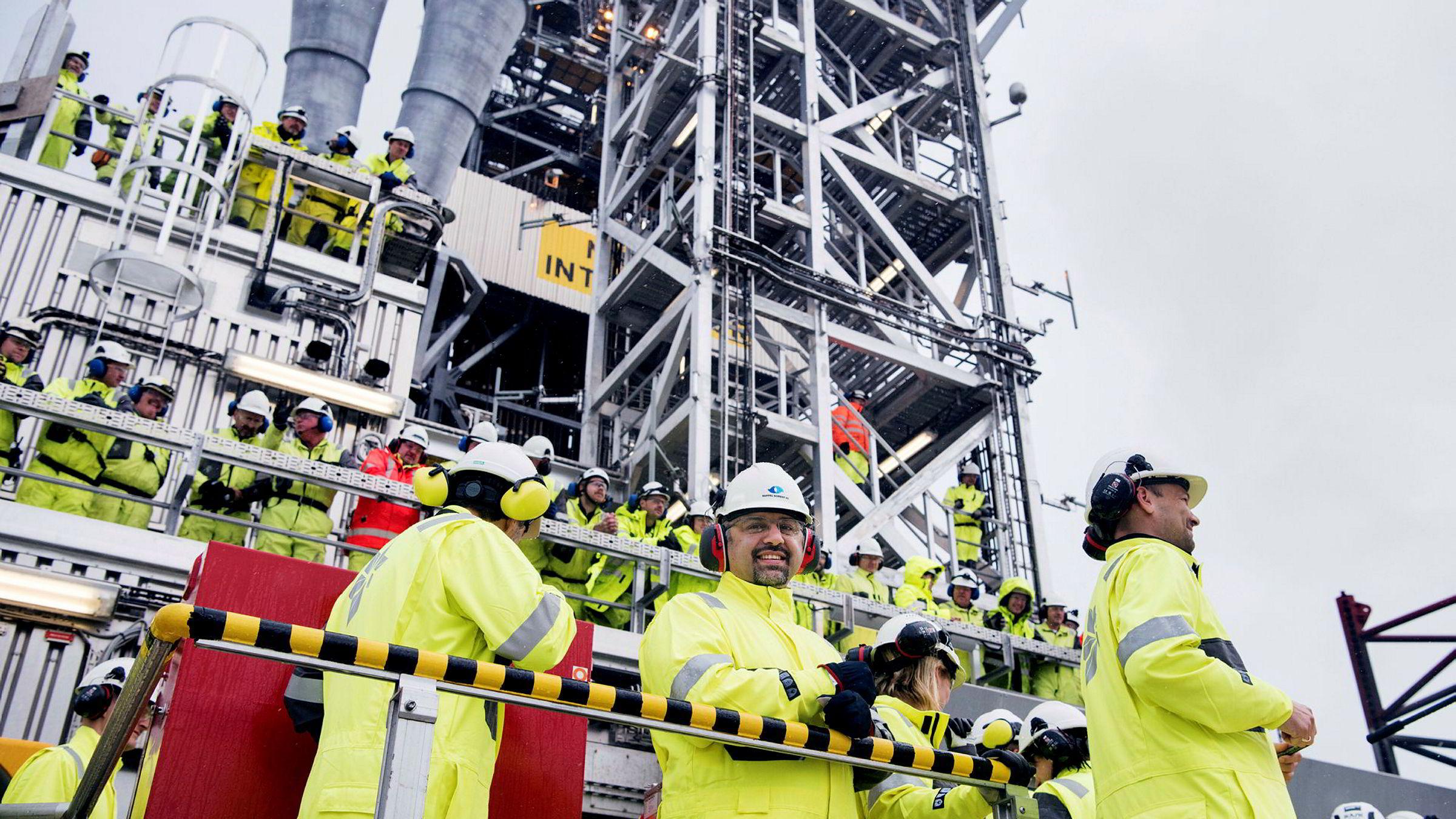 Lønningene i oljebransjen stiger igjen.