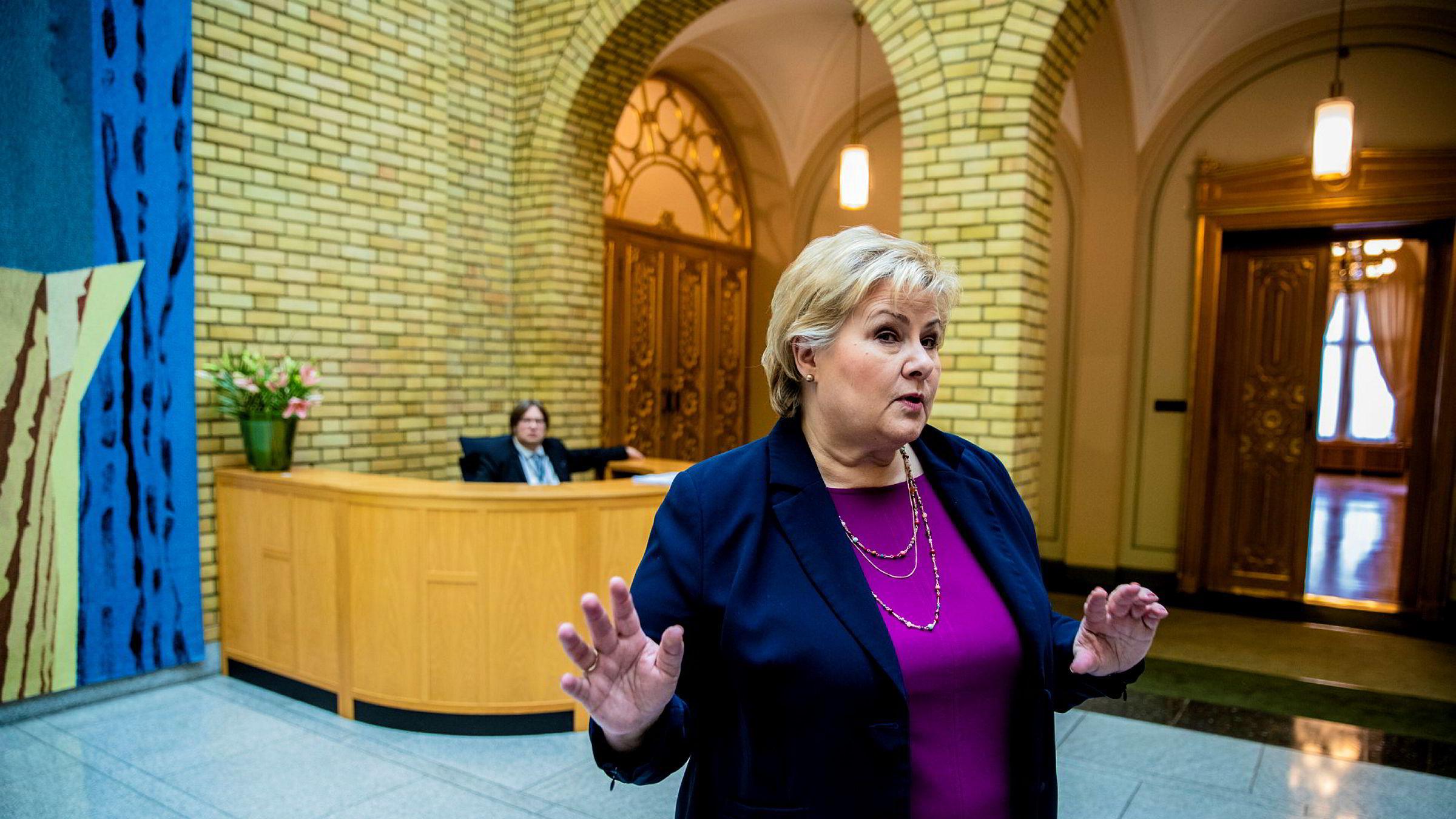 Statsminister Erna Solberg (H) må svare på om hun visste om PSTs ulovlige innhenting av data om norske flypassasjerer. Foto: Stian Lysberg Solum / NTB scanpix