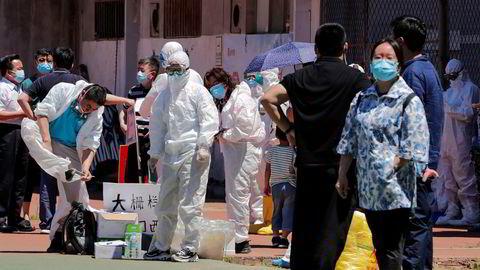 Beijing har ikke hatt lokal smitte fra koronaviruset covid-19 i nesten to måneder. Nå testes alle som har bor, eller har vært ved et ferskmarked etter det er bekreftet smitte.
