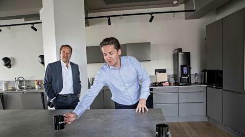 Lars Erik Grønntun (tv) COO i Kahoot og Eilert Hanoa CEO I Kahoot i deres kontorer ved Rådhuset i Oslo. Grønntun går til jobben fra toppstilling i et internasjonalt kommunikasjonskonsern.