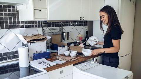– Det er helt ville priser! sier Adeleine Bjelland (25). Hun kjøpte sin første leilighet for to uker siden og tok over denne uken.