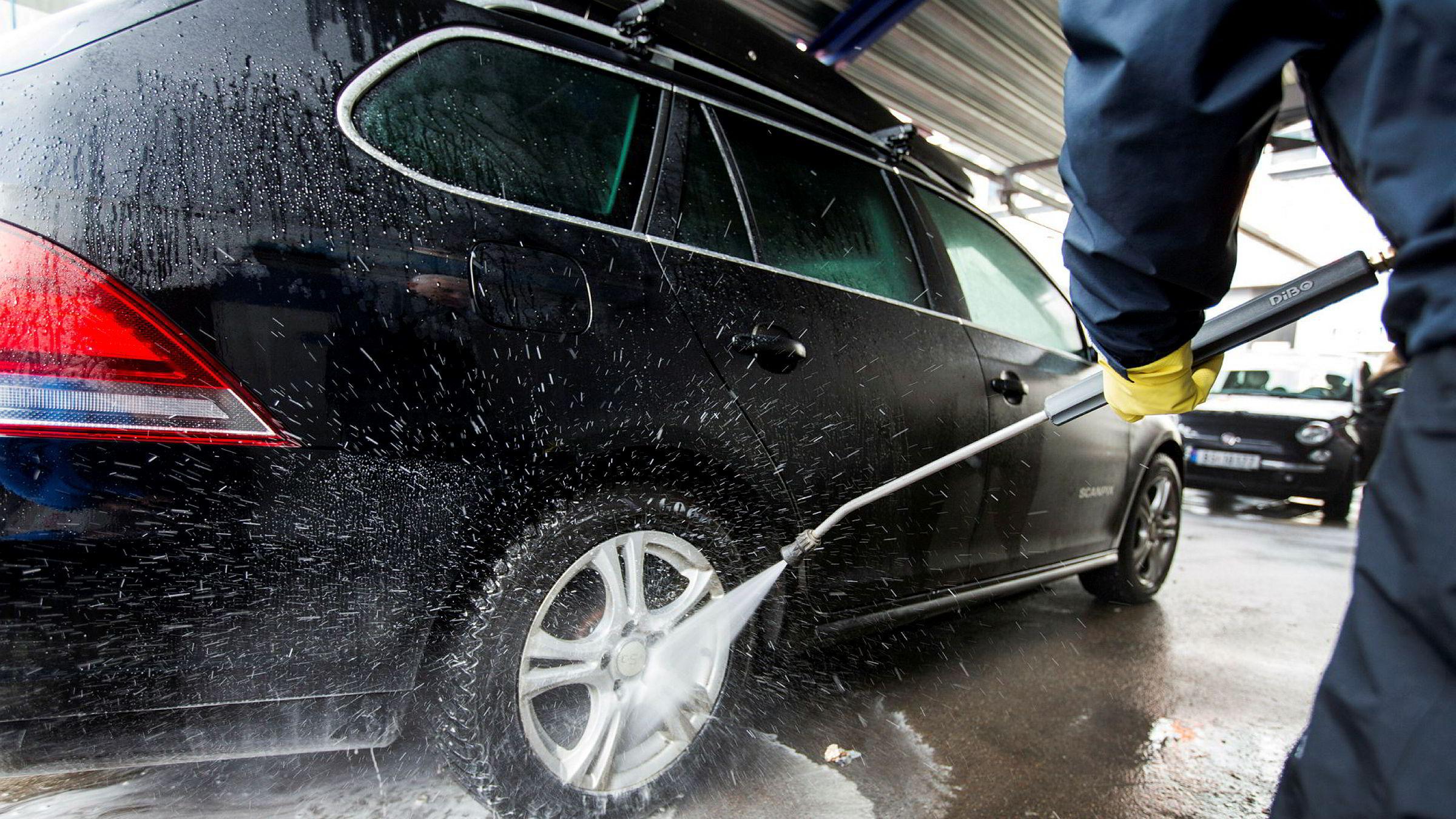 Hvert år vaskes det flere millioner kjøretøy mot vederlag i Norge.