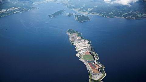 Fra avfallsdeponiet på Langøya i Holmestrandsfjorden, som etter planen blir fullt i 2022.