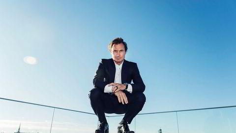 Petter Stordalen har overført 99,9 prosent av sine aksjer i Strawberry Holdning til selskaper eid av hans tre barn. Her fra et besøk i Stockholm i fjor sommer. Foto: Stina Stjernkvist