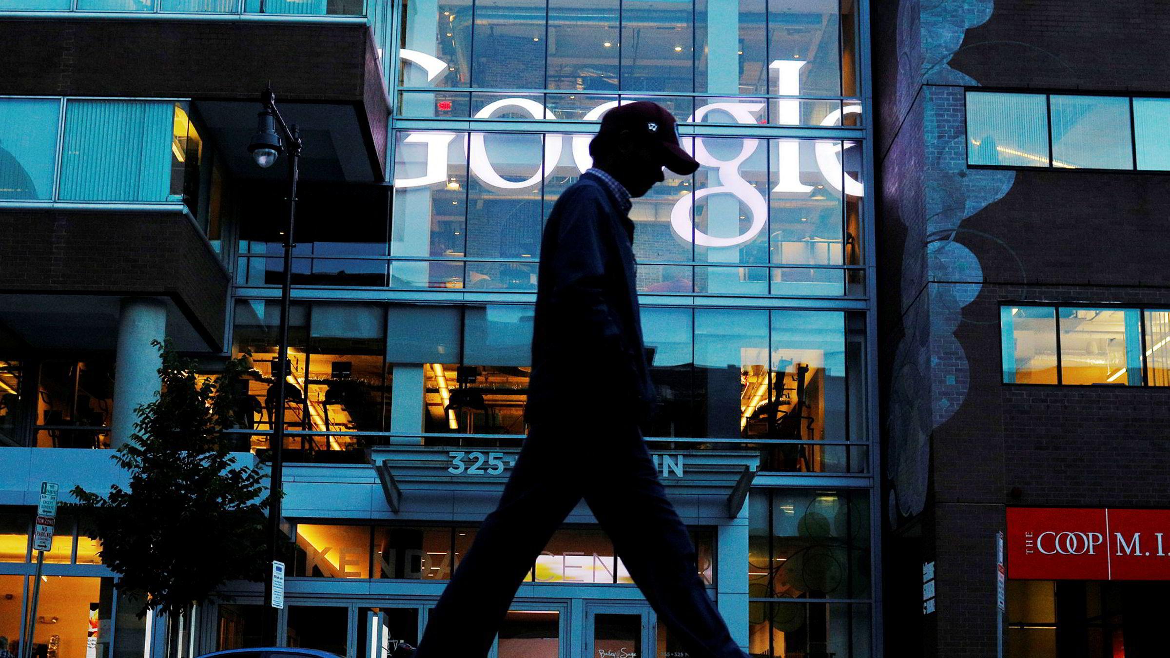 Selskapet Google ble bøtelagt for å ha misbrukt sin dominerende posisjon i internettsøkmarkedet.