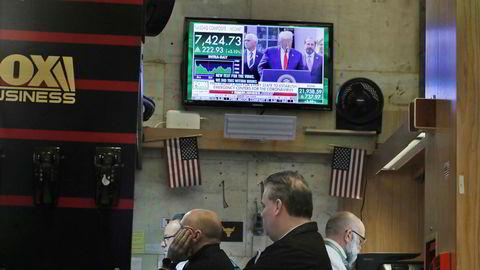 Den amerikanske sentralbanken (Fed) kuttet renten for andre gang på kort tid søndag kveld. Mandag ettermiddag norsk tid er det tegn til en negativ reaksjon på Wall Street.