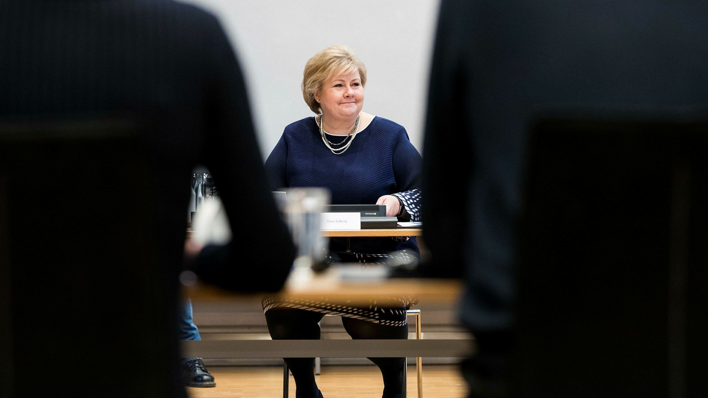 NTB melder at Solberg vil ta opp norsk våpennæring i møter med Frankrikes president Emmanuel Macron tirsdag.