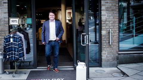 Daglig leder Jan Egil Flo i Moods of Norway, her utenfor butikken i Hegdehaugsveien i Oslo, som i dag stenges.