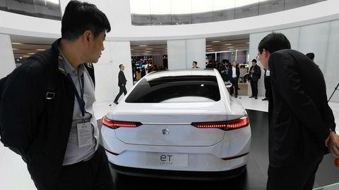 Ikke noe sted i verden selges det flere elektriske biler enn i Kina. Tesla er i ferd med å starte produksjonen ved en ny fabrikk ved Shanghai. Det kinesiske industridepartementet venter en femdobling av elbilsalget innen 2024. Resten av Asia følger etter.