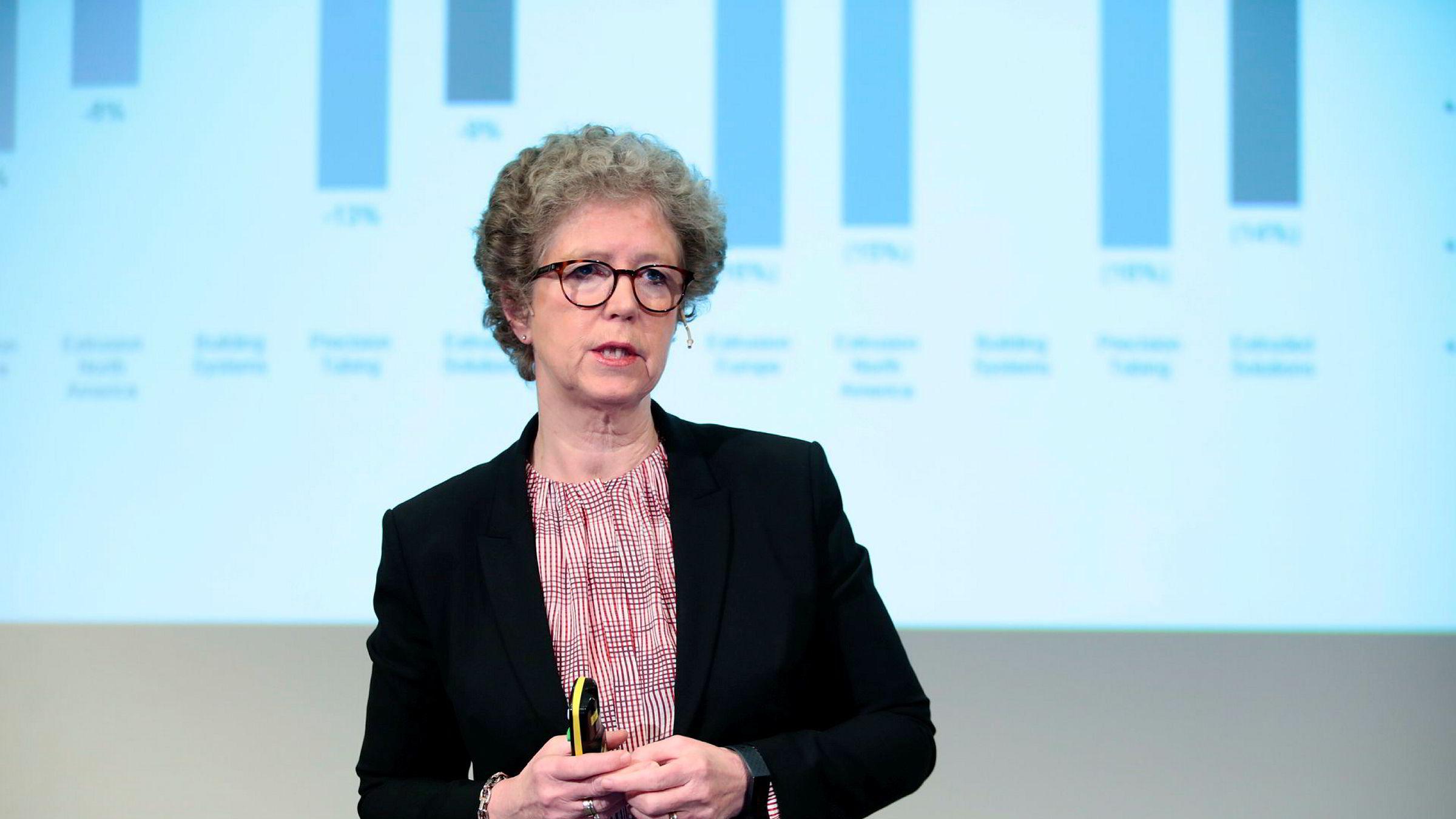 Norsk Hydros konsernsjef Hilde Merete Aasheim på en kombinert analytikerpresentasjon og pressekonferanse ved selskapets hovedkontor i Oslo fredag morgen.