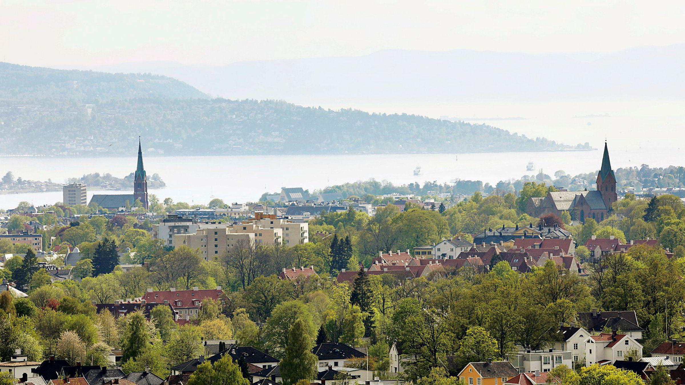 Utsikt over Oslo og Oslofjorden med Nesodden i bakgrunnen.