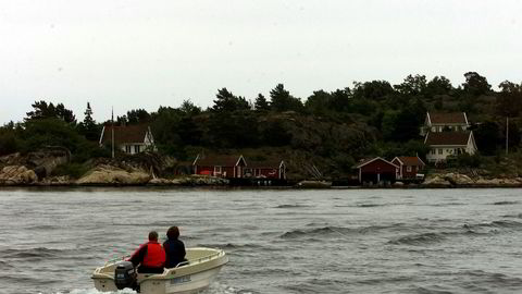Vrakede fritidsbåter leveres stadig oftere inn til gjenvinning. Her en fullt brukbar båt i skjærgården utenfor Lillesand på Sørlandet.