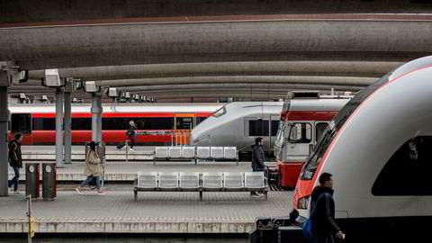 Jernbanedirektoratet har bestemt at utbygginger på Østlandet skal utsettes. Bildet er tatt på Oslo Sentralstasjon.