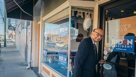 I hjemstaten Virginia har advokat Khizr Khan, innvandret fra Pakistan, kastet seg inn i valgkampen til støtte for demokraten Joe Biden. Hans største motivasjon er å få vippet Donald Trump fra makten.