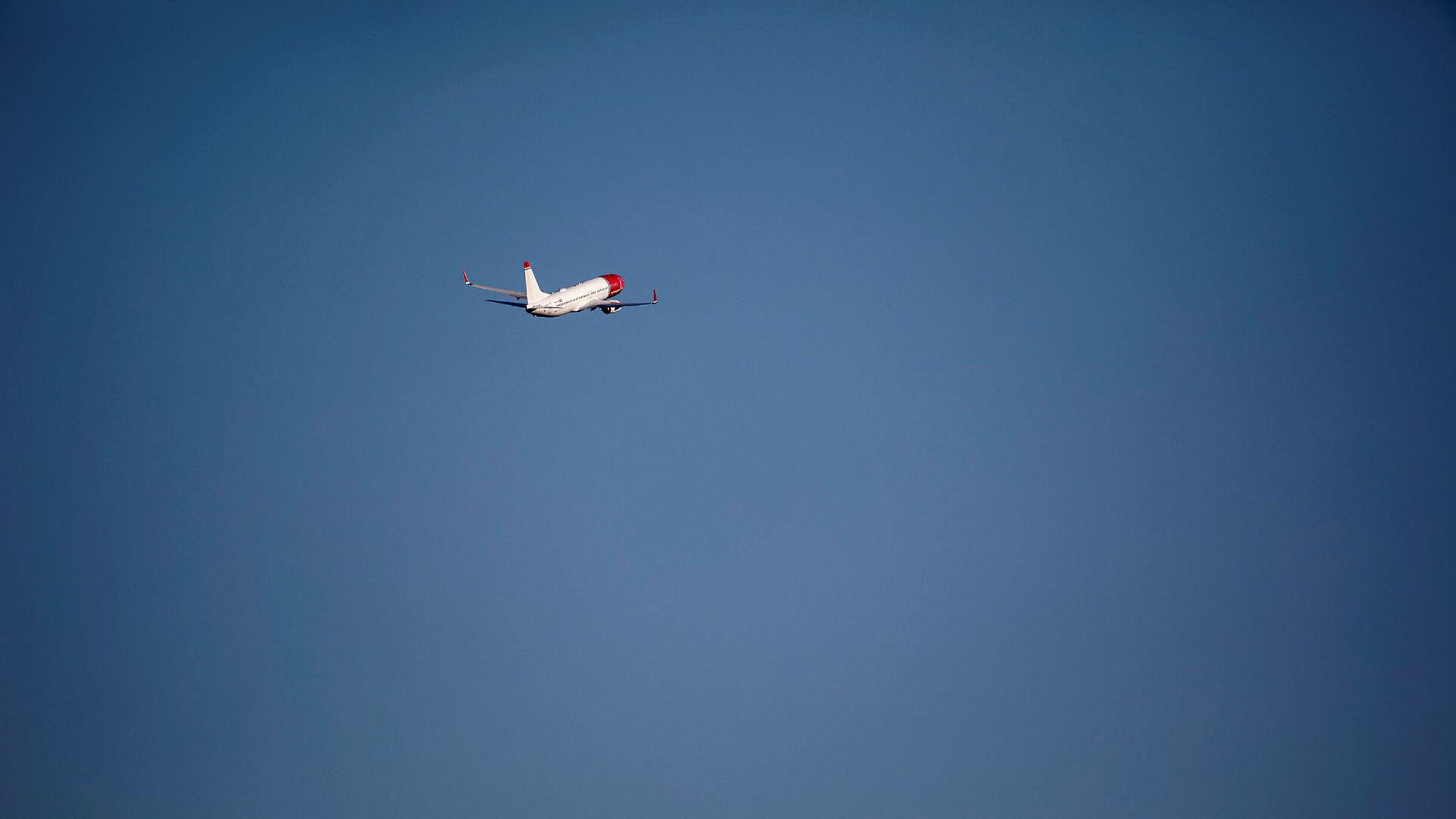 Et Norwegian-fly tar av fra Oslo lufthavn.