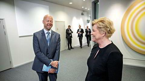 Yngve Slyngstad, sjefen i Oljefondet og finansminister Siv Jensen (Frp) har all mulig grunn til å smile – i likhet med nordmenn for øvrig. Fredag passerte markedsverdien til fondet svimlende 10.000 milliarder kroner.