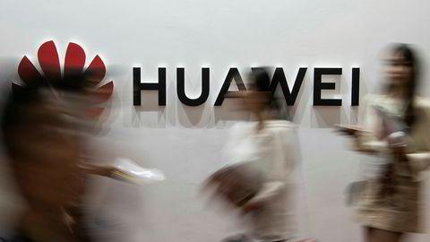 Amerikanske myndigheter har utvidet tiltalen mot Huawei Technologies og to amerikanske datterselskaper.