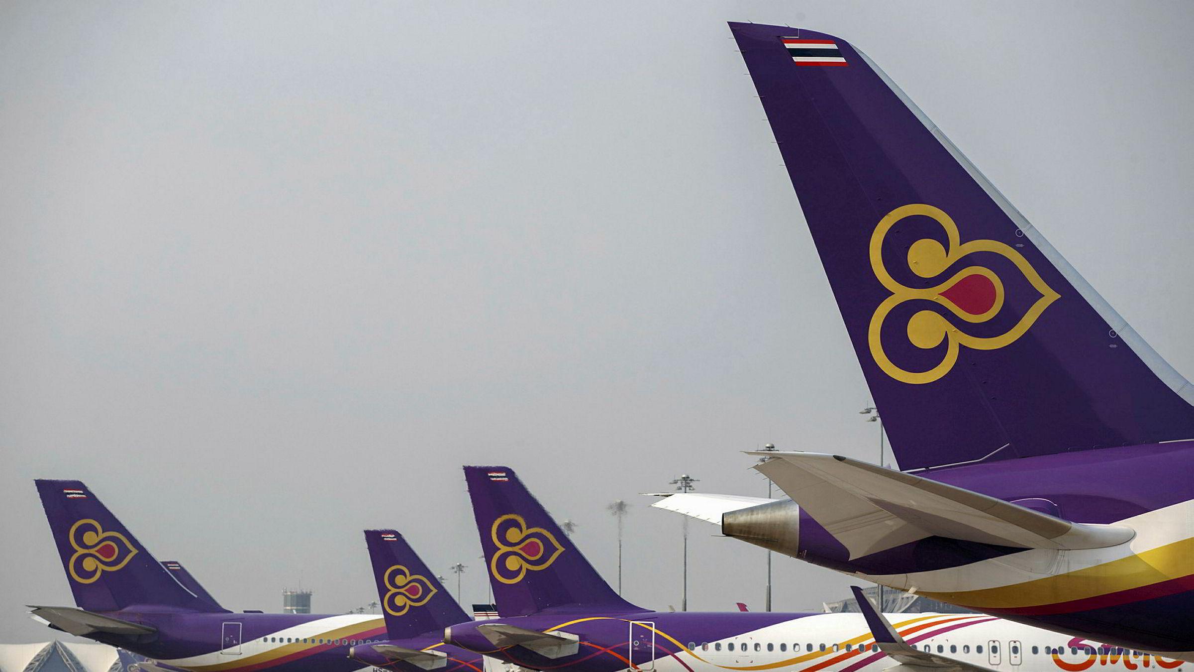 Thai Airways har samlede underskudd på over 80 milliarder kroner. 20 år etter at tradisjonelle flyselskaper måtte starte omstrukturering, har alvorets time kommet. – En virkelig krise, sier konsernsjefen.