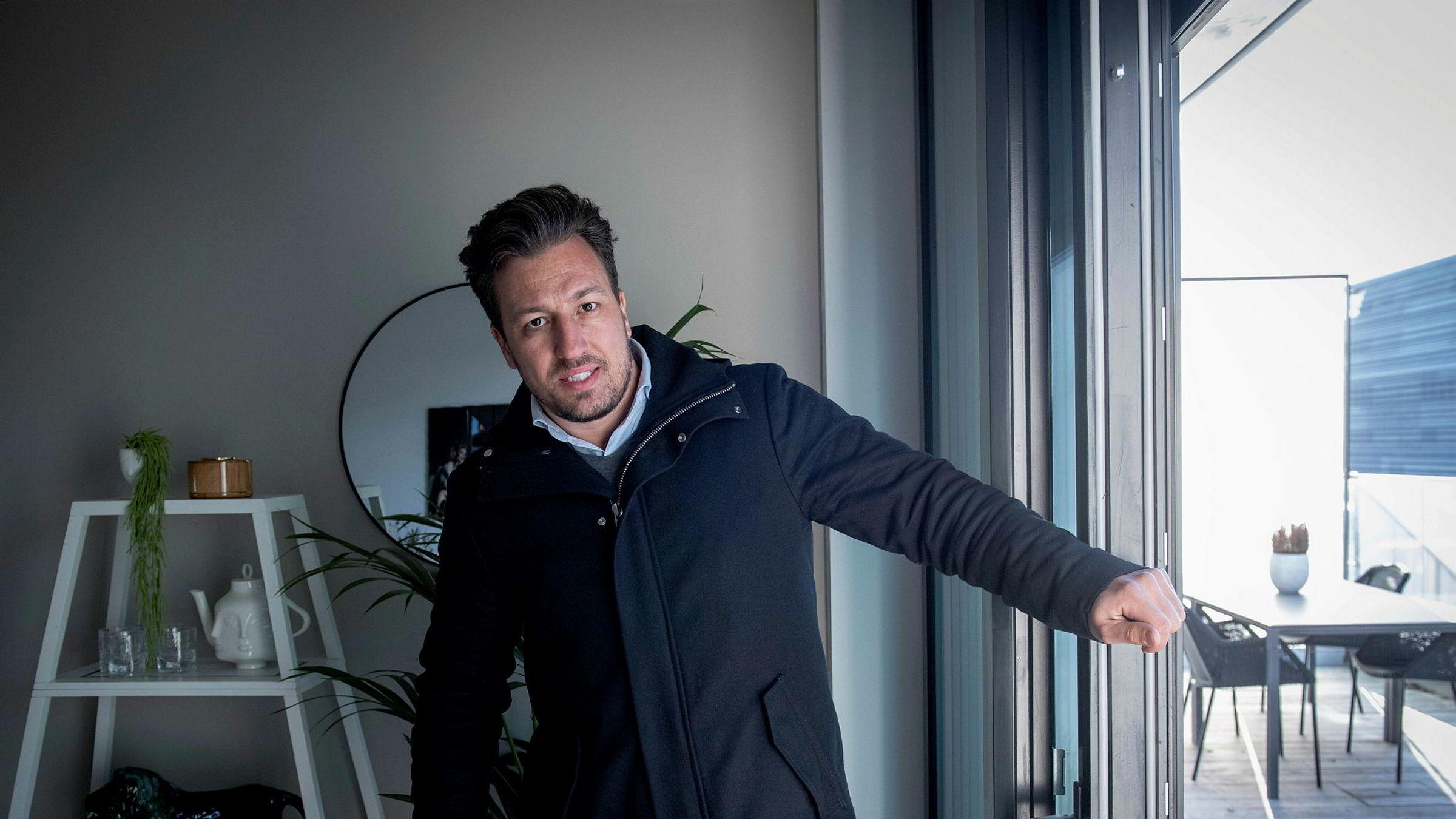 Megler Hans Houeland er kjent for å selge noen av de dyreste eiendommene på markedet. Nå er han felt i Reklamasjonsnemda for Eiendomsmeglingstjenester.