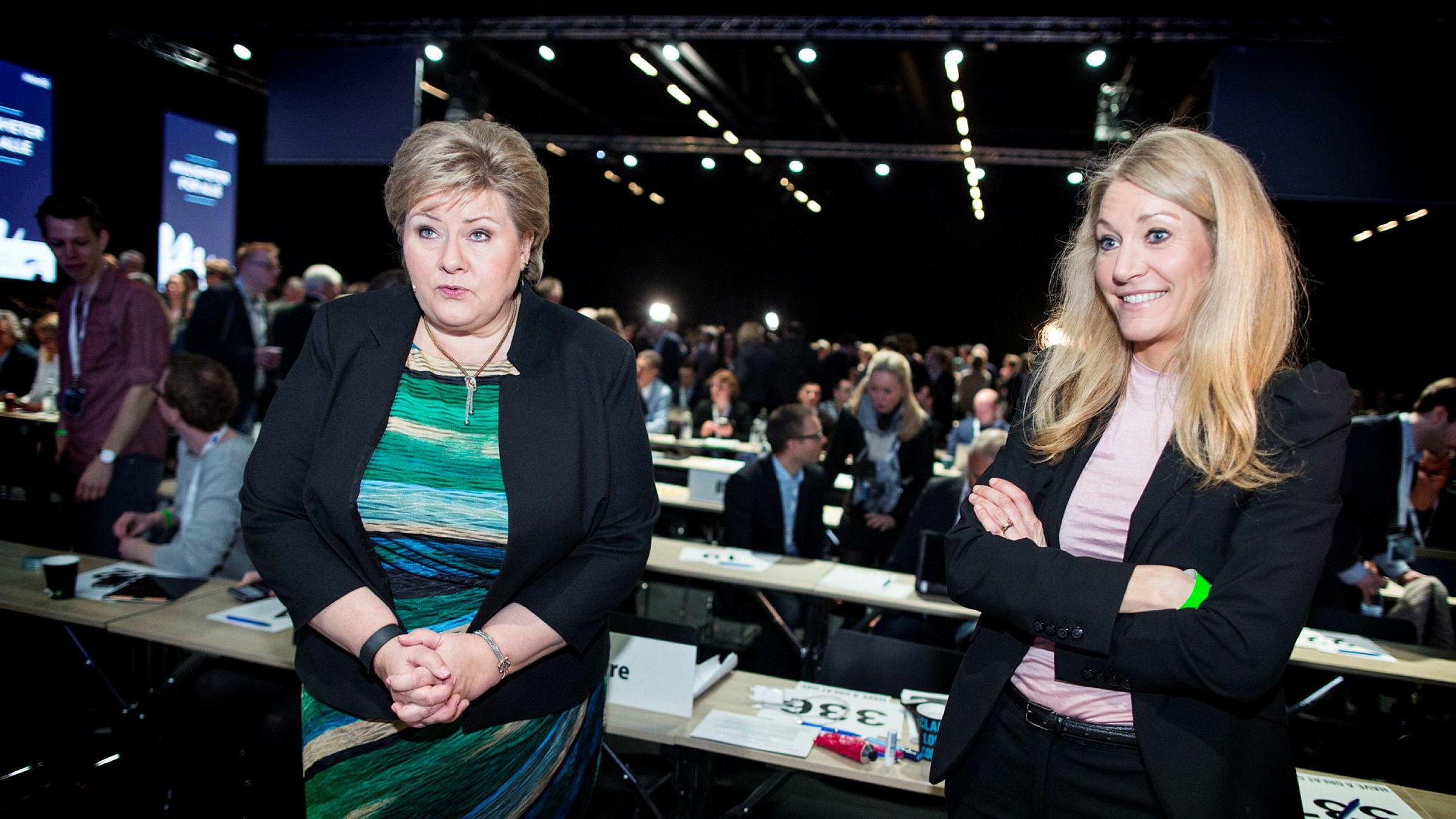 Statsminister Erna Solberg sammen med Julie Brodtkorb (t.h.), her fra 2016. Brodtkorb fungerte i mange år som statsministerens høyre hånd.
