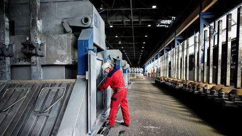 Norsk PMI i mars har ikke vært lavere siden 2009. Avbildet er smelteverket i Årdal.