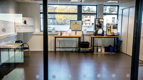 Hit til Norwegian Field Industrys showroom på Skjetten kom investorer i forrige uke, for å bli invitert til å satse på pionér-teknologi for rensing av hydraulisk olje. Økokrim mener maskinen er identisk med produktet Johnsen Oil skapte et milliard-eventyr av.