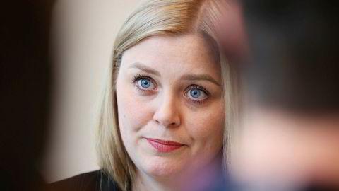 Olje- og energiminister Tina Bru opplevde å bli utskjelt og truet da hun møtte vindkraftmotstandere.