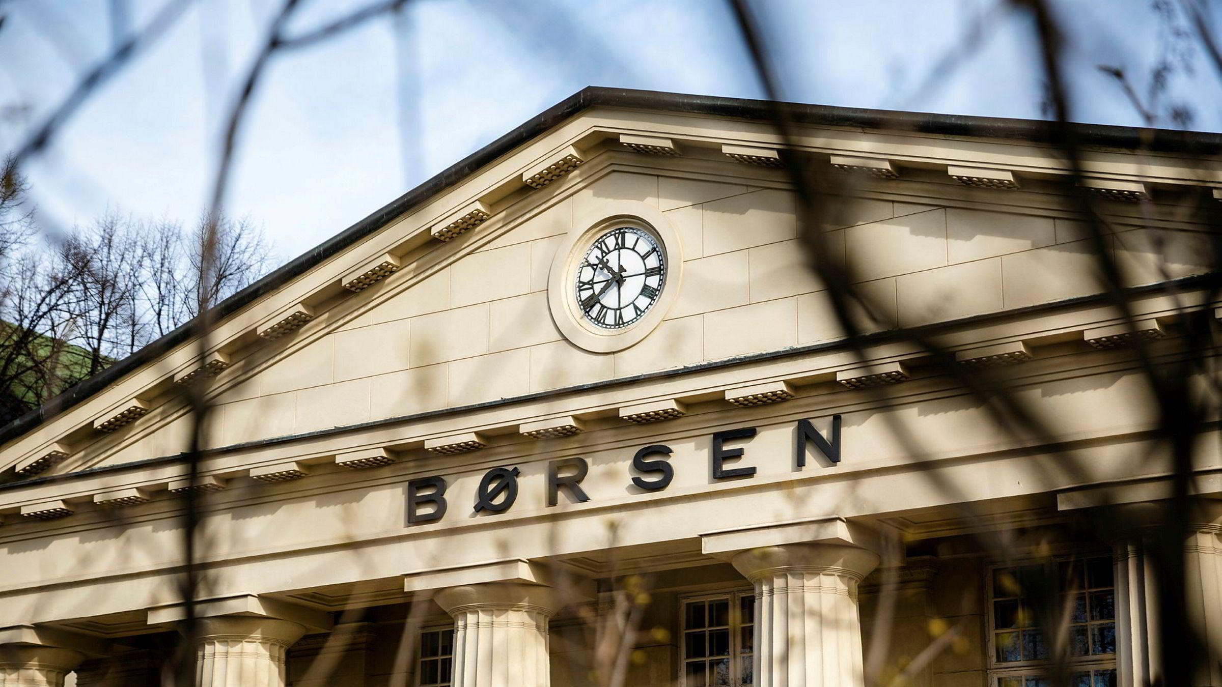 Oslo Børs steg nesten ti prosent i april, men åpnet mai med kraftig nedgang.