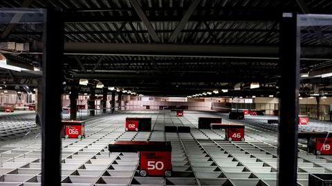 Fra robotsorteringen til Komplett. Norges største nettbutikk har en returandel på 2,5 prosent.