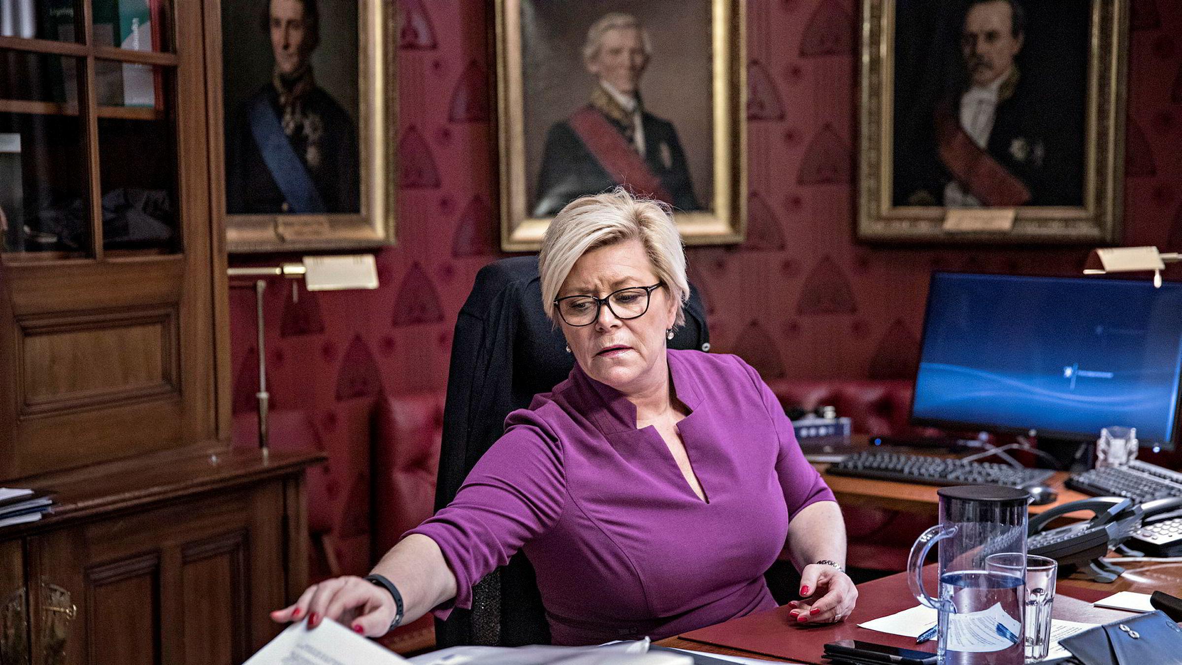 Finansminister Siv Jensen må nok en gang svare for seg i SSB-saken.