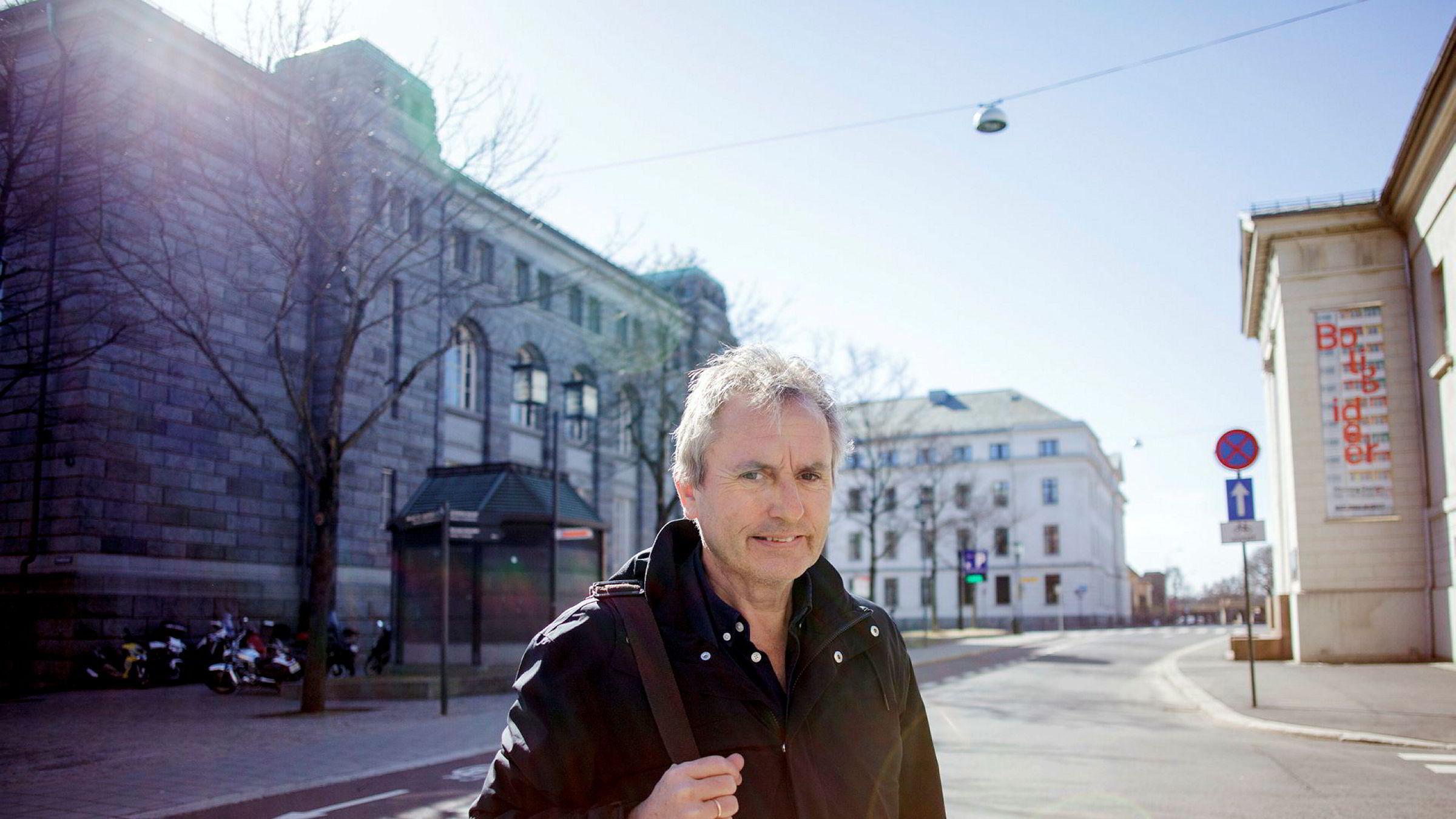 Helge Simonnes var konsernsjef i Mentor Medier frem til 2015. Nå mener han hele styret må skiftes ut.