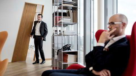 Investor Sindre Ertvaag (til venstre) og familieselskapet Camar går inn med millioner i eiendomssatsingen til Ole Morten Dreyer (sittende).
