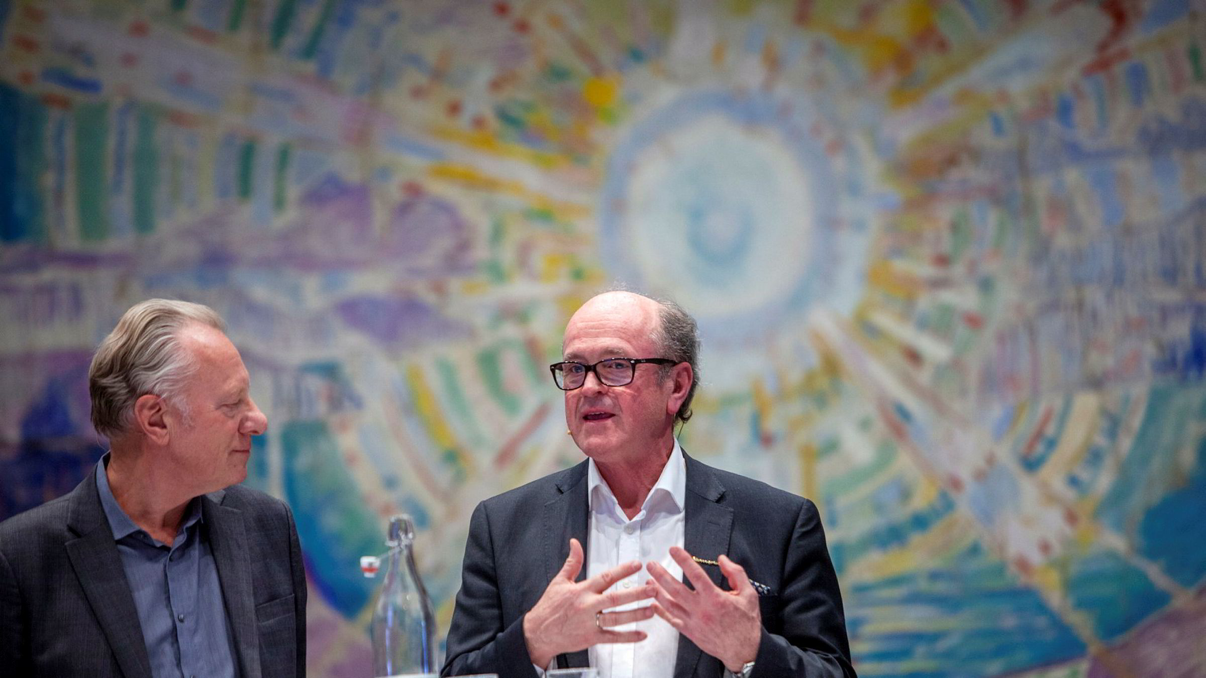 Fra høyre: Knut Forsberg er senior kunstekspert og daglig leder av Blomqvist Nettauksjon. Her under en debatt tidligere i år. Til venstre: Stein Olav Henrichsen, direktør ved Munchmuseet i Oslo.