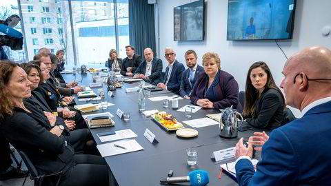 Statsminister Erna Solberg var med på Beredskapsutvalgets møte på morgenen torsdag 12. mars. Senere samme dag kom svært inngripende tiltak.