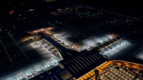 Oslo lufthavn Gardermoen 28 April 2020: Antall avganger på OSL er redusert med om lag 95 prosent som følge av koronasituajsonen som har gjort at over 60 fly var parkert på Gardermoen denne dagen.