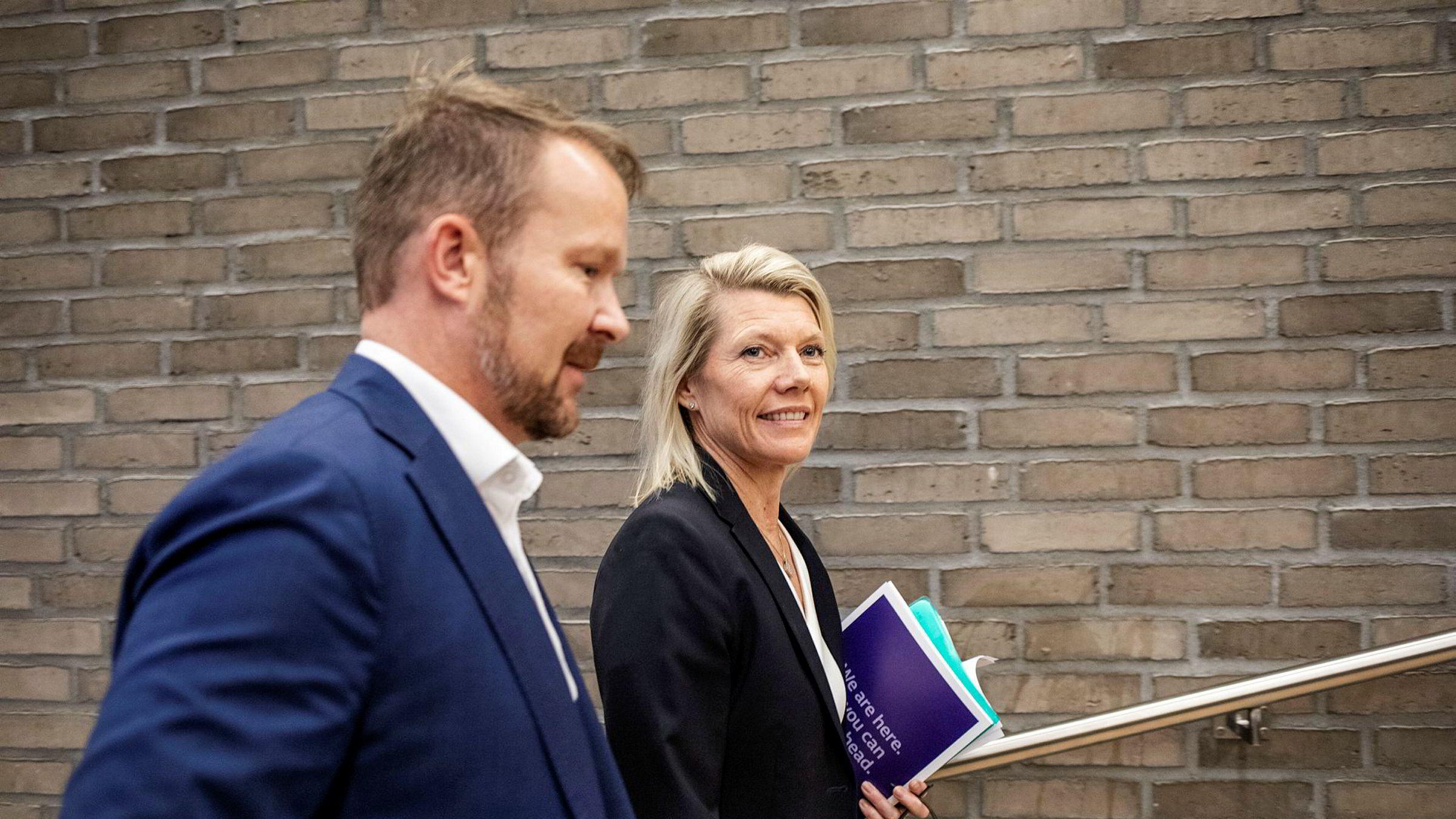 DNB-sjef Kjerstin Braathen har fått en alvorlig sak om mulig hvitvasking og korrupsjon i fanget etter at hun tok lederjobben i september i år. Her med kommunikasjonsdirektør Thomas Midteide under en resultatpresentasjon i Oslo i høst.