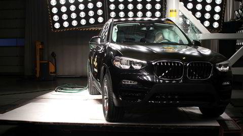 Her får BMW X3 gjennomgå i en kollisjonstest av Euro NCAP.