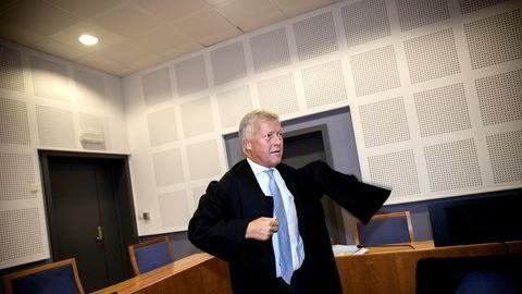 Advokat Bjørn Stordrange mener politiet godtar offentlige kontrollinstansers saksfremstillinger for ukritisk.