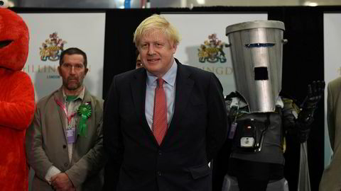 Boris Johnson beholder sitt sete i parlamentet. Bildet er tatt rett før resultatet ble kjent.