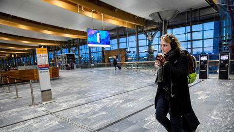 Nicholas Christiansen (19) studerer audiovisuelle medier på Høgskolen Innlandet på Lillehammer. Skolen er nå stengt og han er på vei hjem til Stavanger.