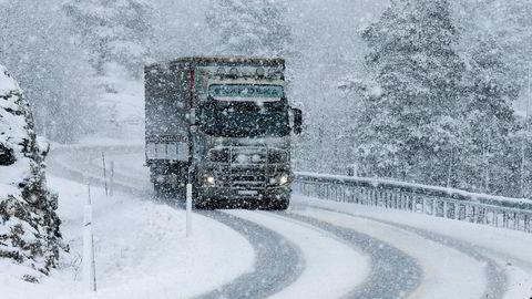 SHT konkluderer med at sikkerhetskrav til godstransport på vei er lavere enn for andre transportformer.