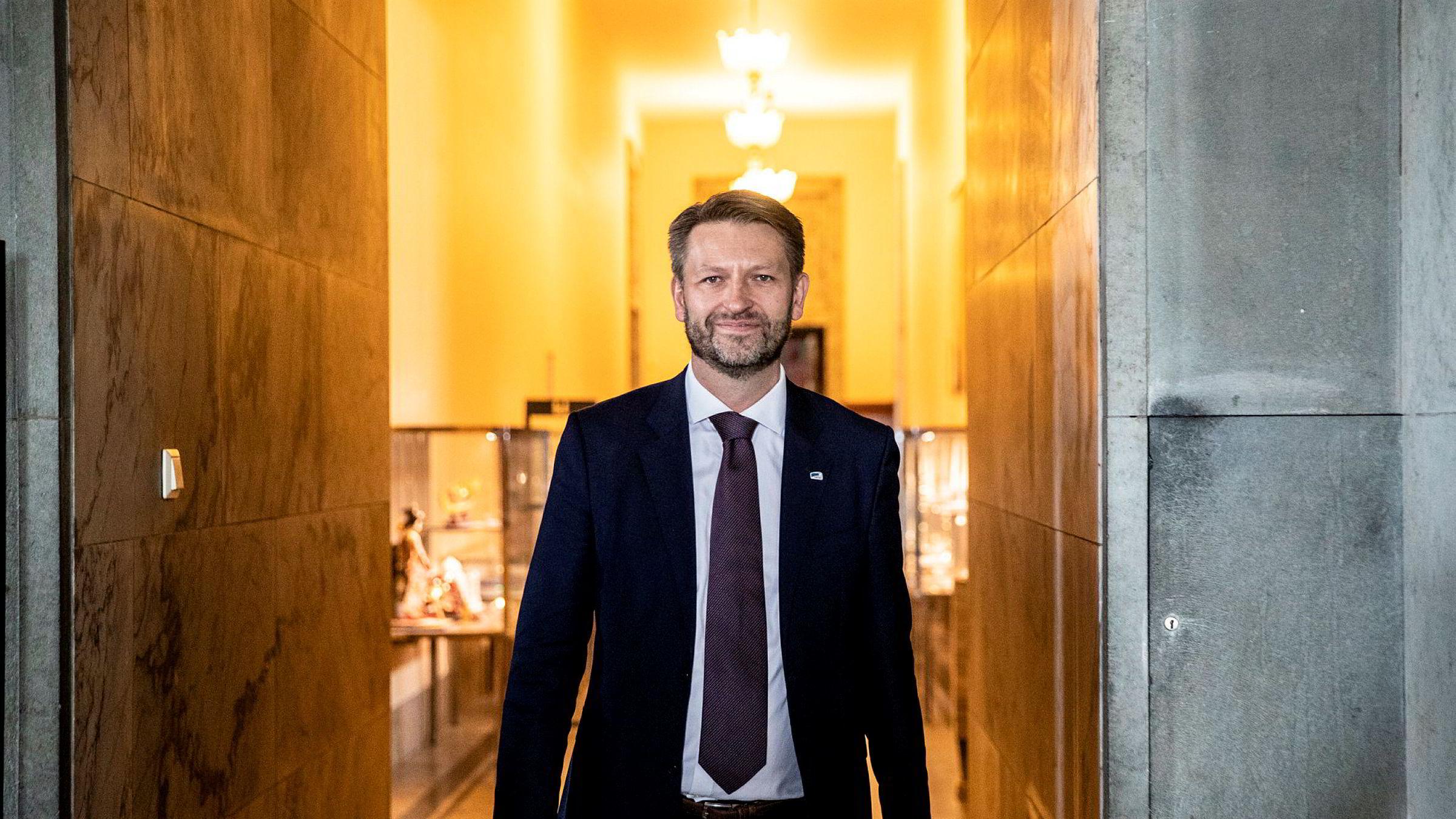 Eirik Lae Solberg (H) i Oslo Høyre sier at flere lokallag i hovedstaden velger samarbeid med MDG og ikke Frp etter valget.