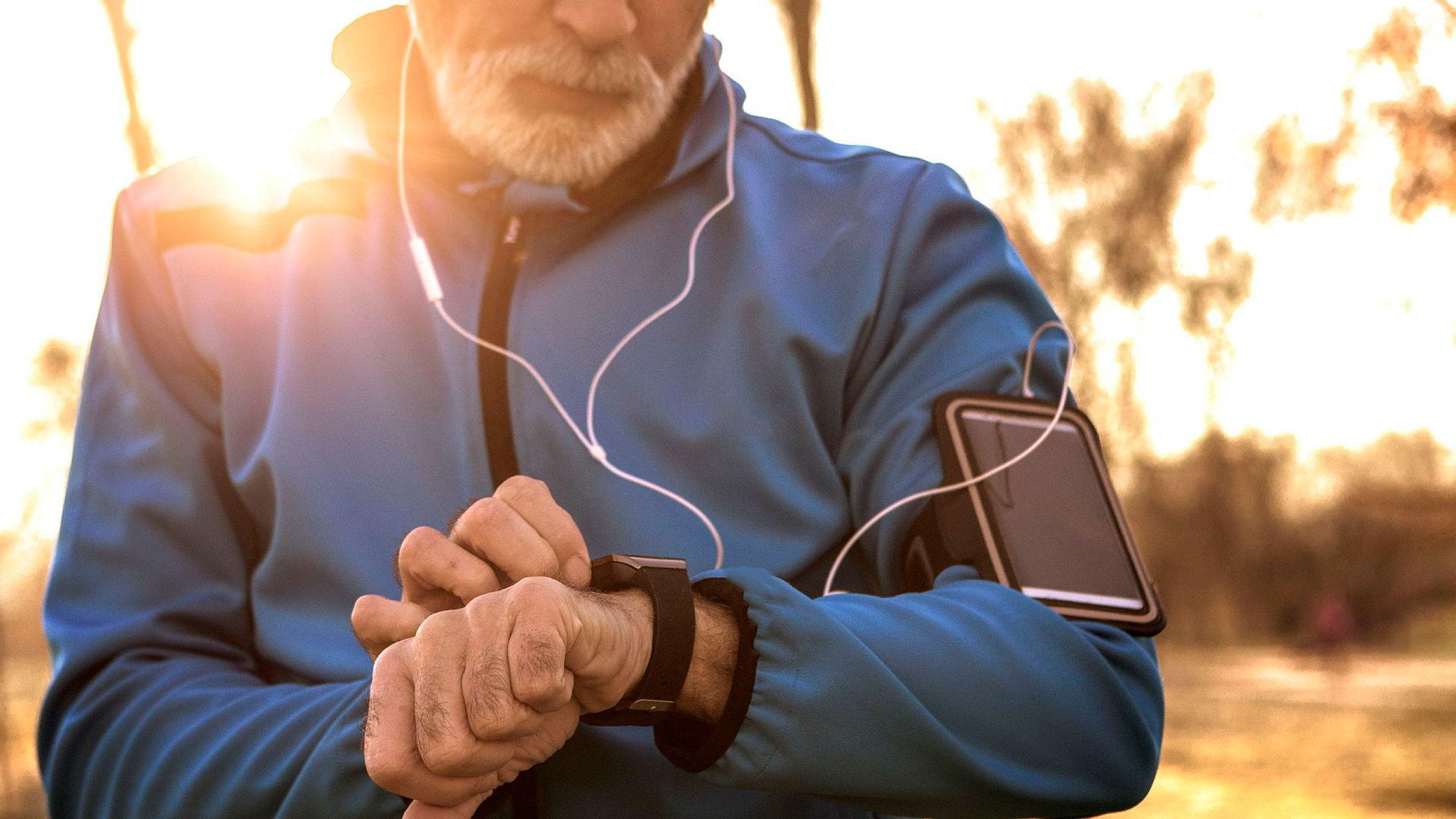 Når folk drar hjem etter en hofteoperasjon, og rekonvalesensen er over, kan apper i telefonen deres registrere hvor mange skritt de går, pluss det øvrige bevegelsesmønsteret, skriver artikkelforfatterne.