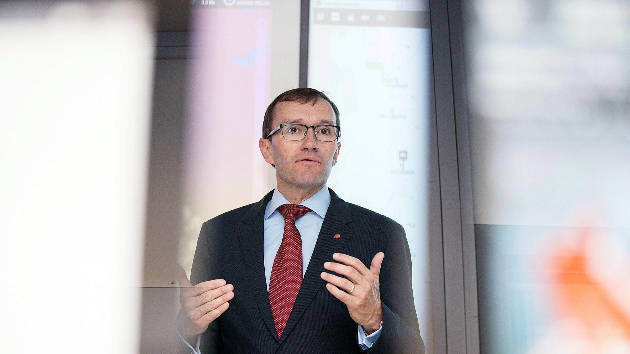 Espen Barth Eide ønsker at Statoils navneendring skal drøftes på Stortinget før den vedtas.