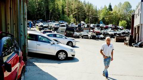 En ekstra verkstedregning ble dødsbudskapet for denne VW Passaten fra 2007. Selger Lars Grorud hos Eriks Bildemontering tror velstandsøkningen bidrar til at folk ikke lenger reparerer bilene sine.